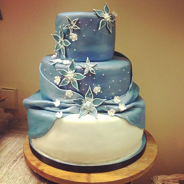 Painted Winter Wedding Cake in shimmery blues