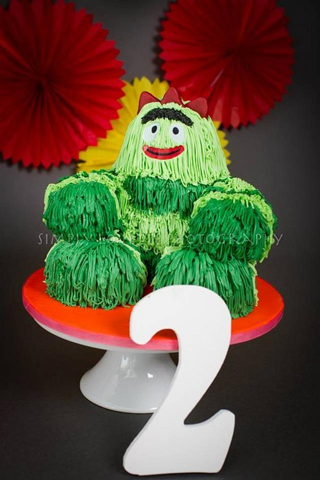 Yo Gabba Gabba Brobee 3D Smash Cake