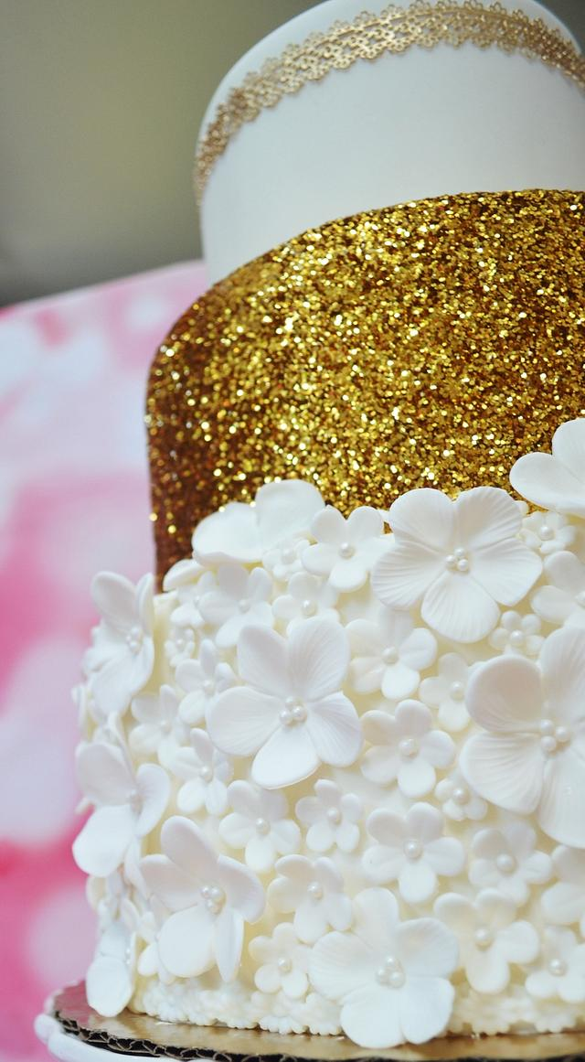 Gold and White Flowers Cake