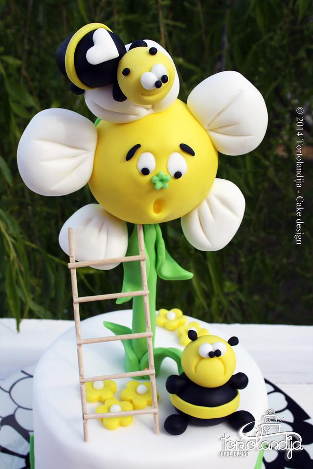 The fat bee cake
