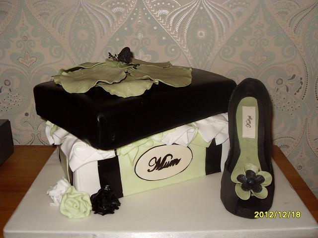 Shoe and shoe box