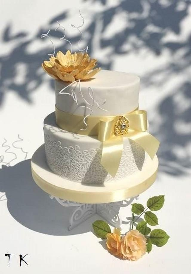 wedding cake with gold flower