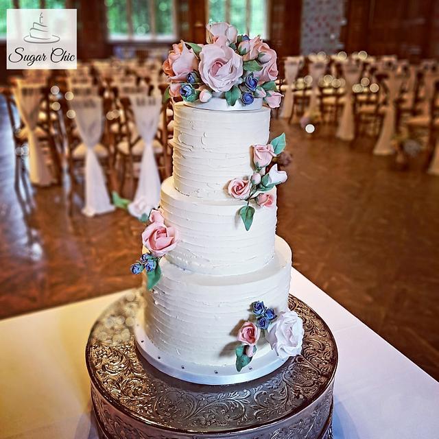x Rustic Buttercream & Roses Wedding Cake x