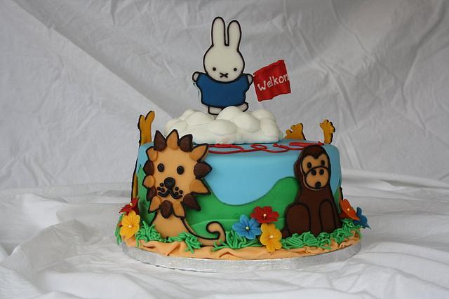 Welcoming miffy cake