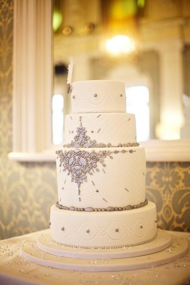Vintage Jewellery Wedding Cake