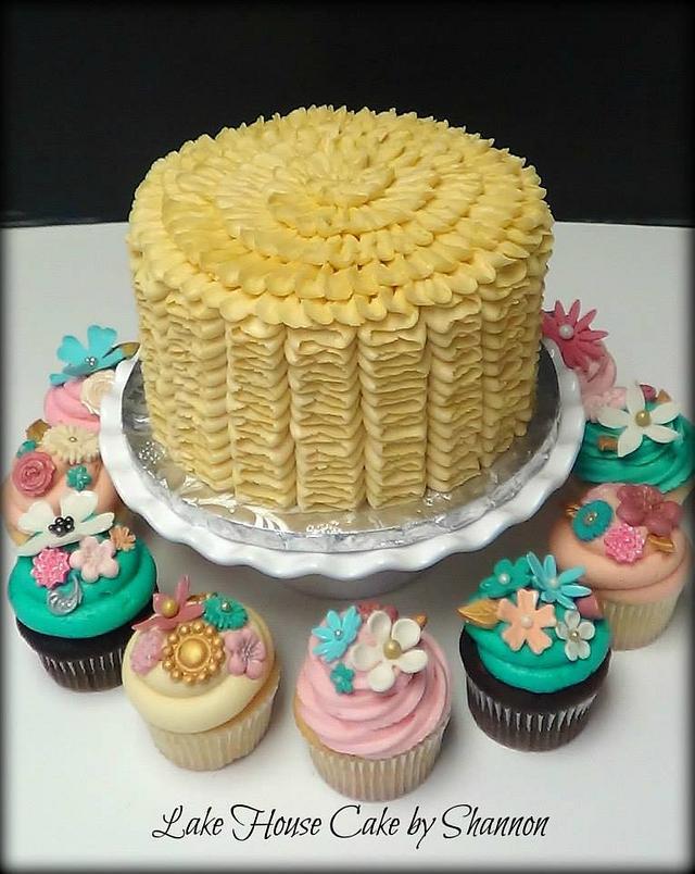 Naked wedding cake with cupcakes - Cake by janocka