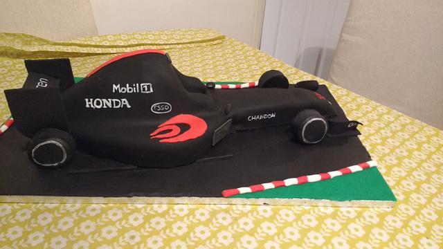 McLaren chassis team Christmas cake 2016