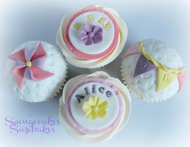 Welcome baby bunting cupcakes