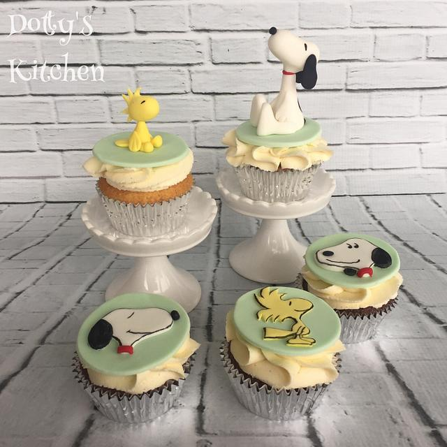 Snoopy and Woodstock Cupcakes