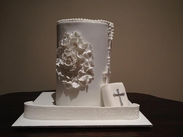 Holy communion Cake with flower detail