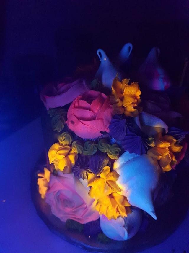 glow in the dark cake :) by www.facebook.com/cupcakecastleblackpool