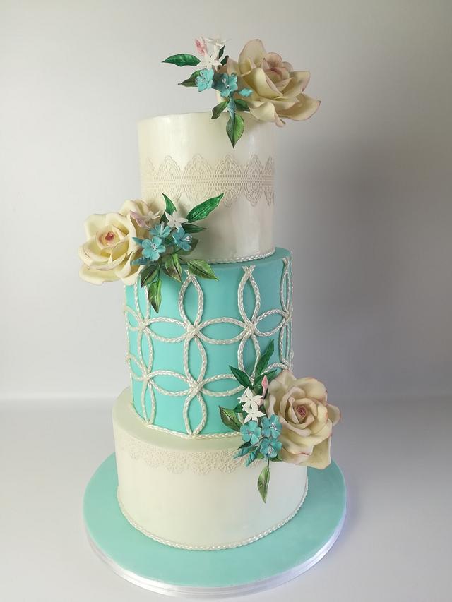 Gentle wedding cake