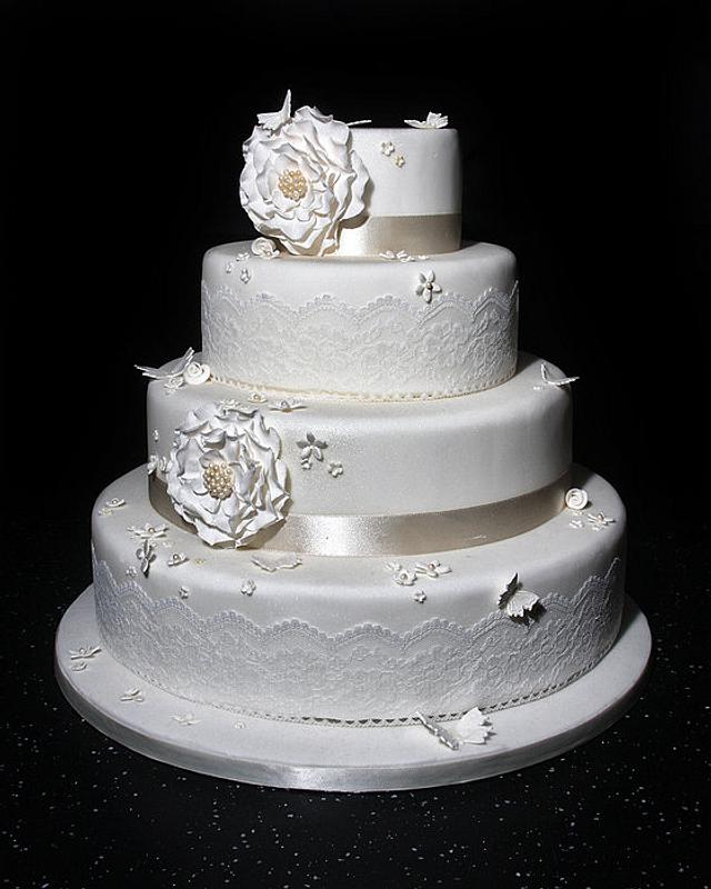 pretty vintage wedding cake