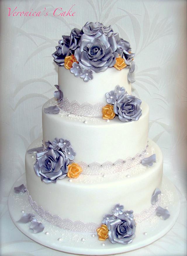 Silver rose wedding cake
