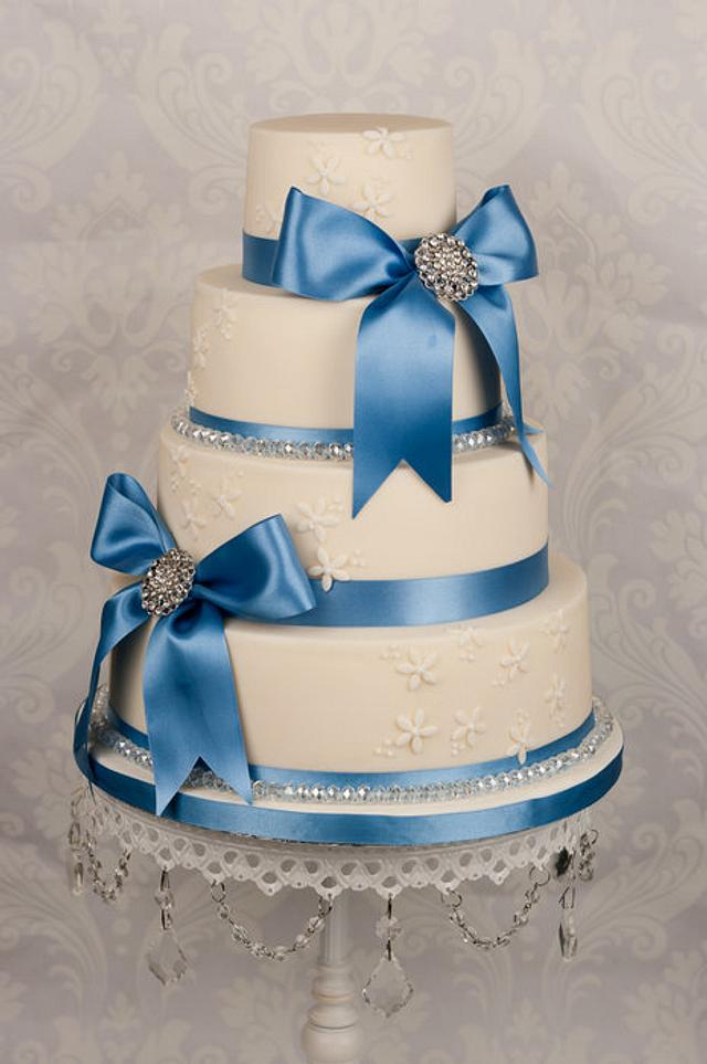 Something new, borrowed and blue wedding cake