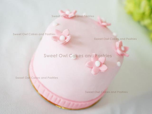 Small cake - strawberry cream