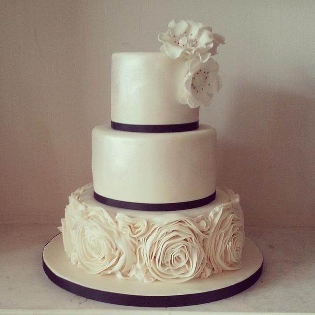 ruffles roses romantic wedding cake