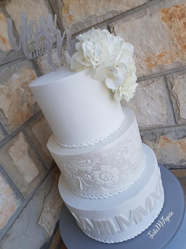 Flower stencile wedding cake