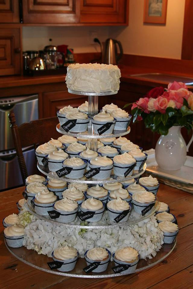 Tagged wedding cupcakes