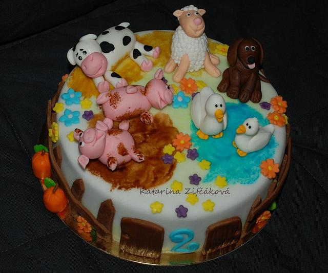 animals on cake