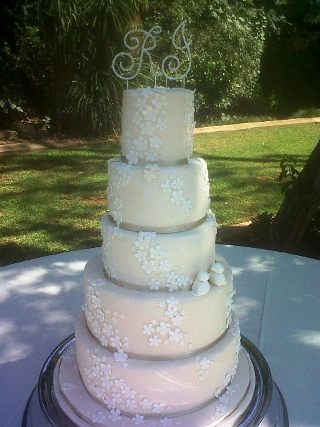 5 tier ivory wedding cake