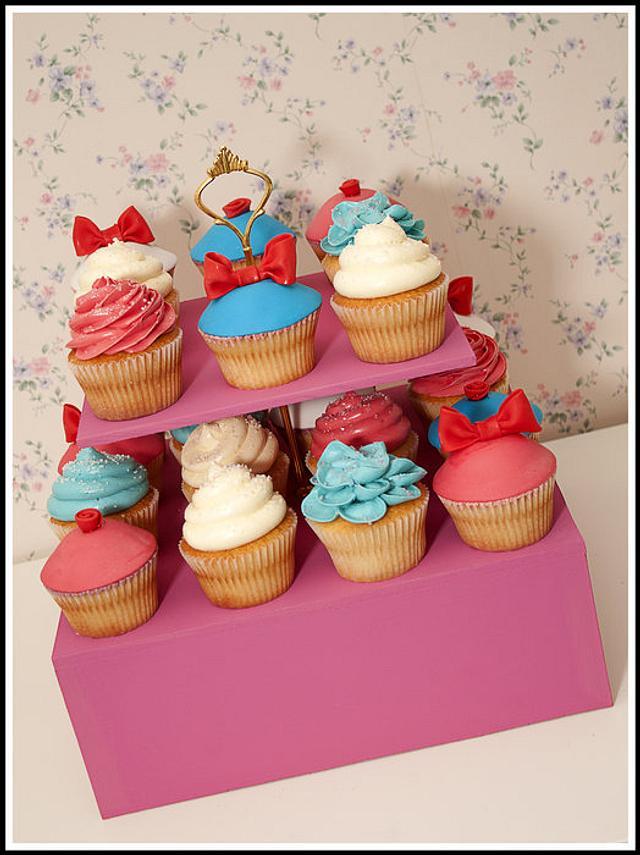 Hello Kitty Themed Cupcakes