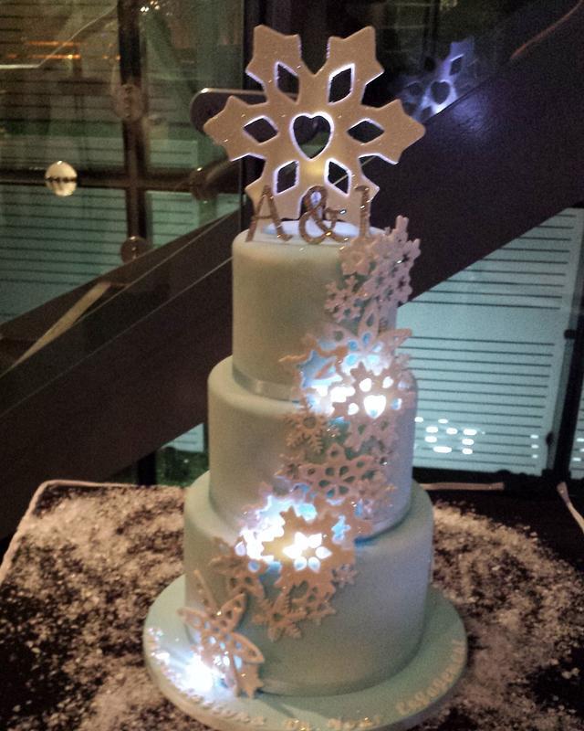 Snowflake engagement cake