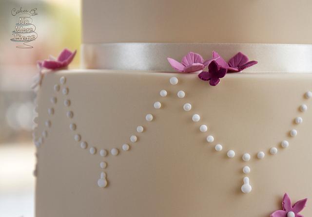 Knitted lovebirds wedding cake