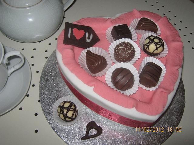 Heart Chocolate Box (1st Cake)