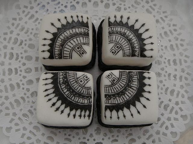 Black and white Mini cake