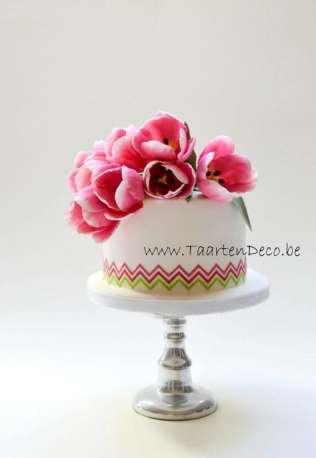 Cake with tulips