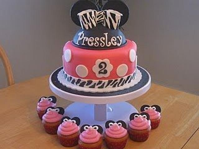 Minnie Mouse Birthday Cake with Matching Cupcakes
