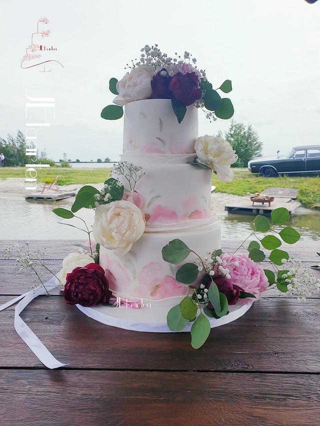 Painted weddingcake with fresh peonys