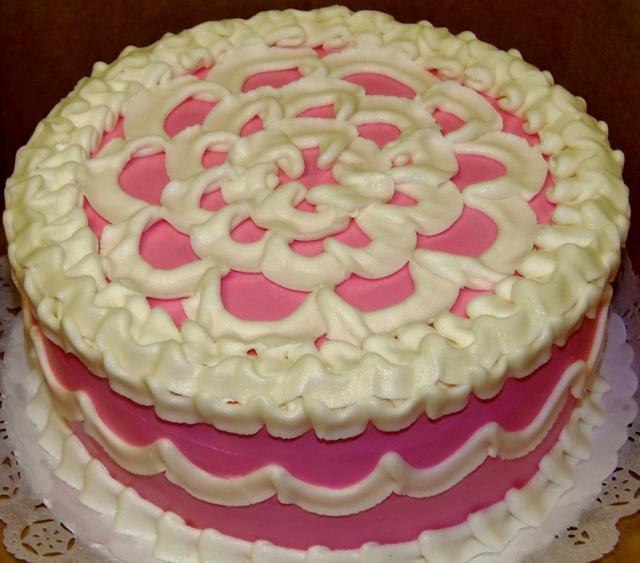 Scallop piped buttercream cake