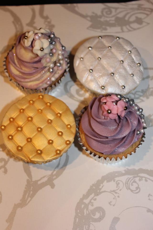 Vintage style wedding cupcakes