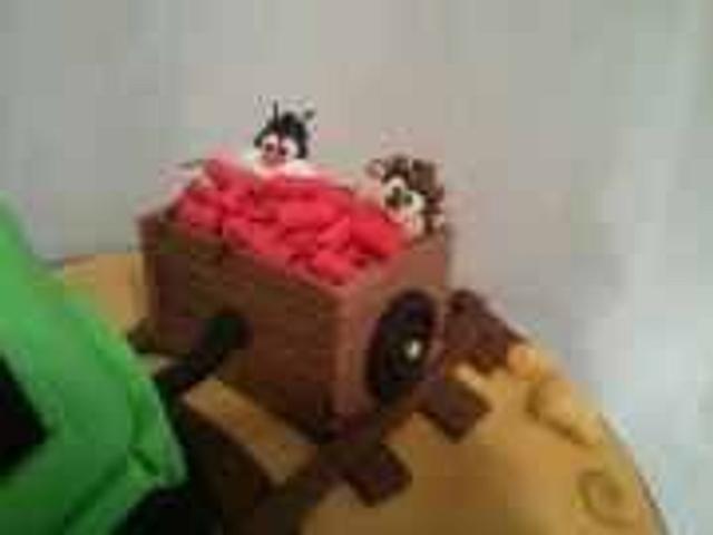 ~Looney Tunes Train Cake~