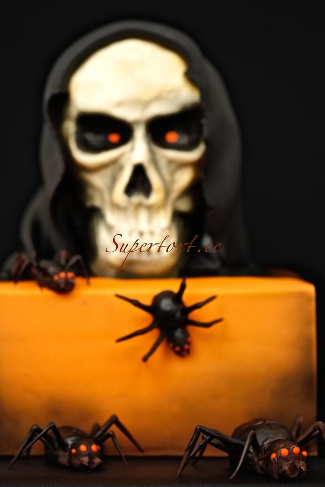 Scull and spiders halloween cake