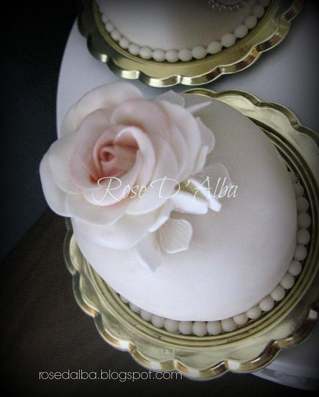 Mini wedding cake for glamorous brides