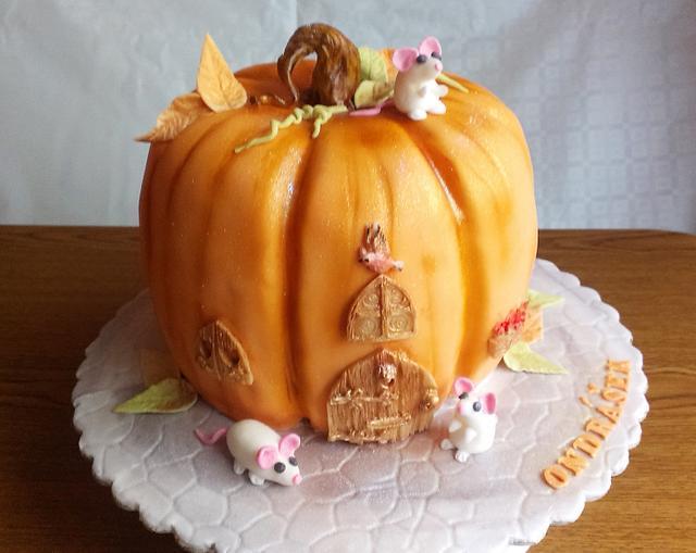 Pumpkin mouse house cake