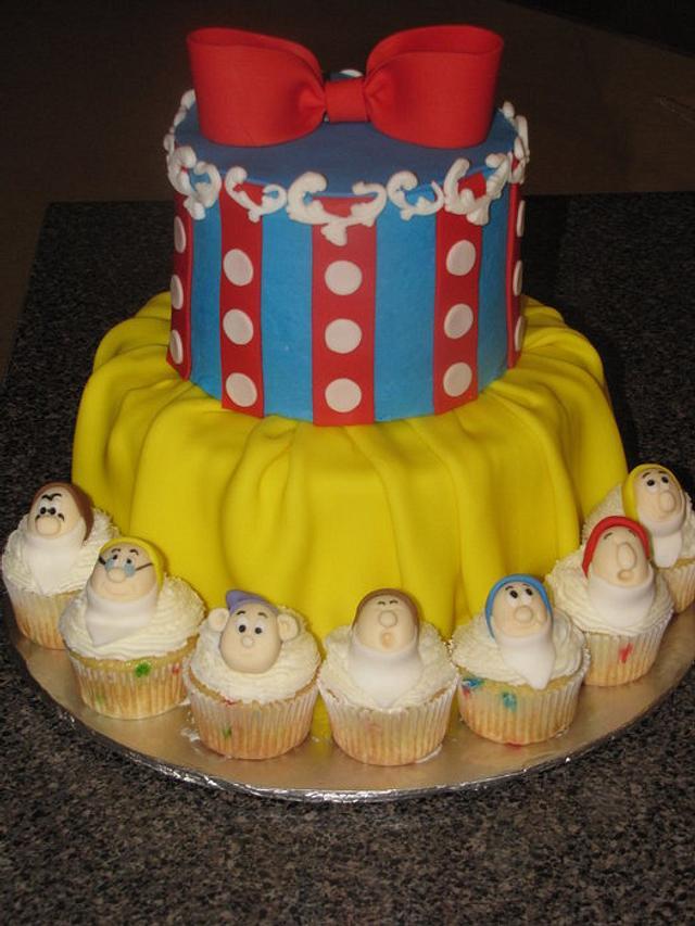 Snow White Cake With Dwarf Cupcakes