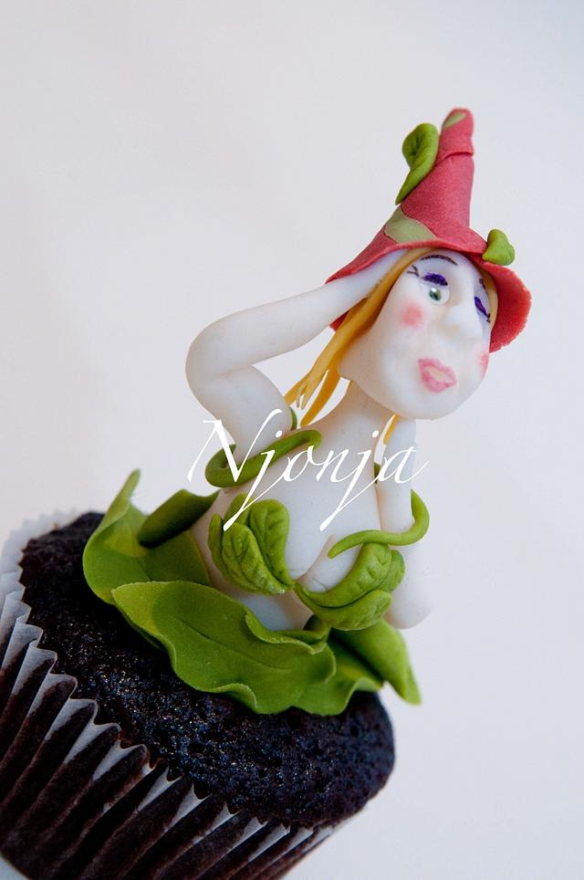Leaves Elf cupcake topper 2