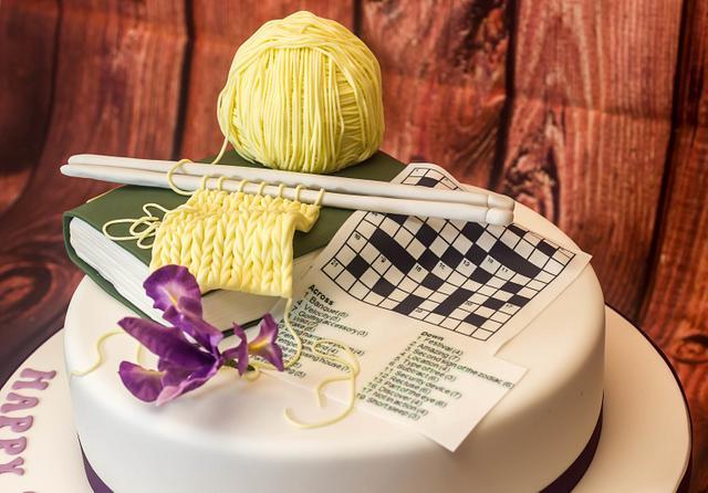 Knitting Iris cake