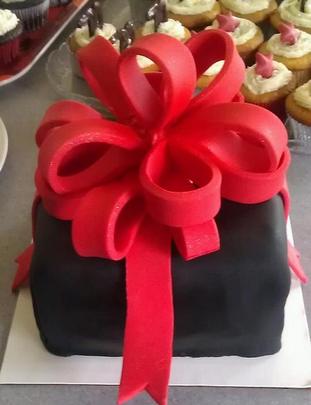 Birthday Gift Cake and cupcakes