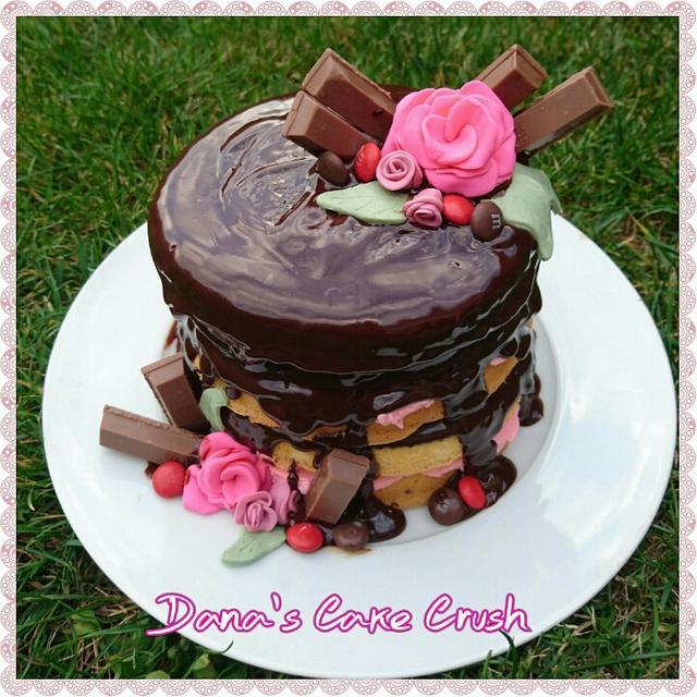 Naked drip cake ganache