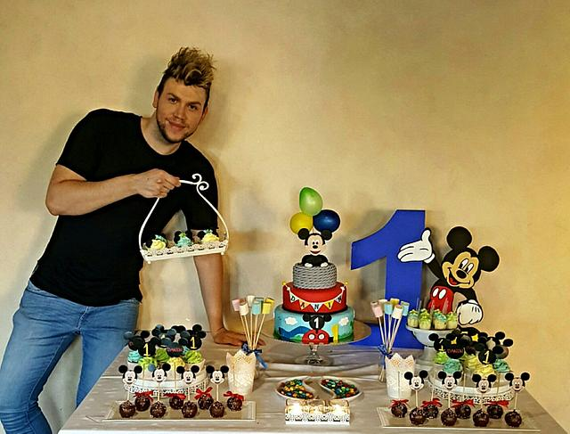 Mickey Mouse sweet table and I