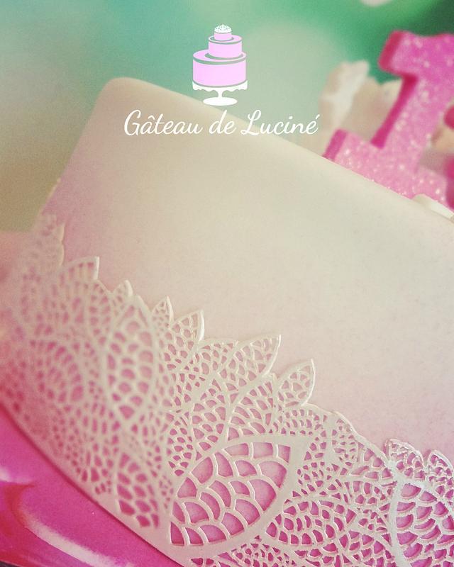 Pastel pink floral cake