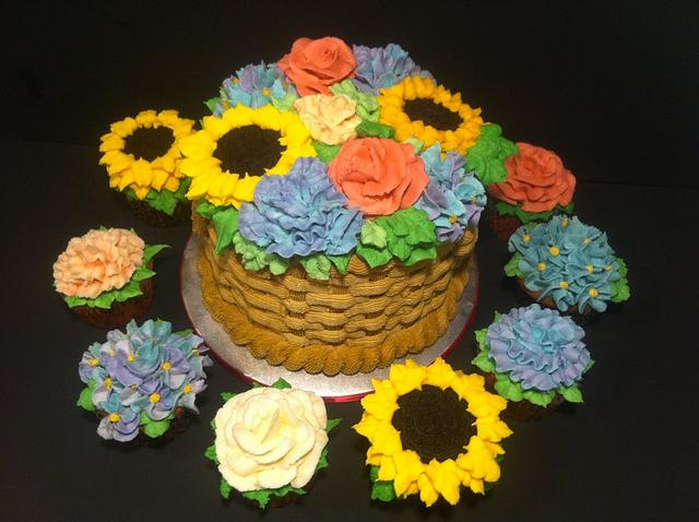 Flower cupcakes and cake