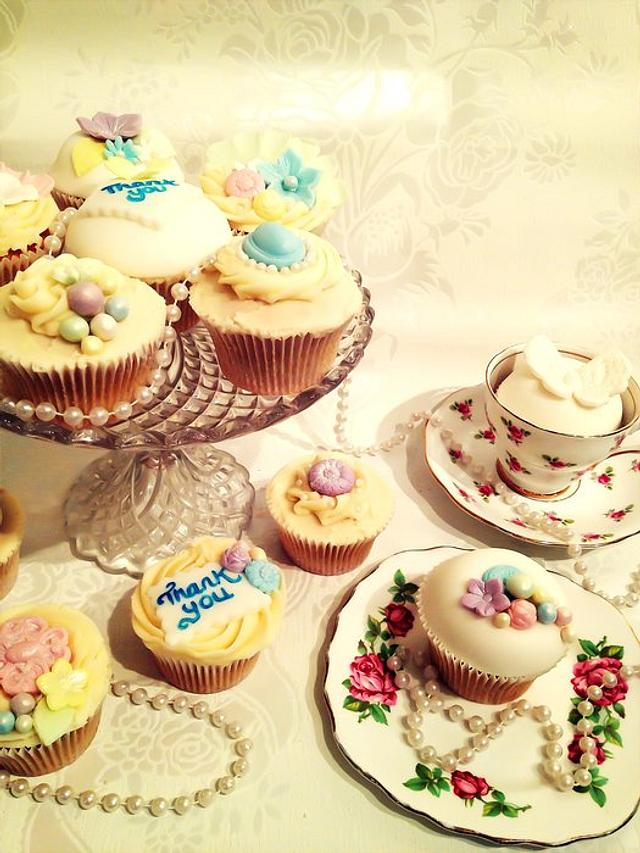 Vintage style thank you cupcakes