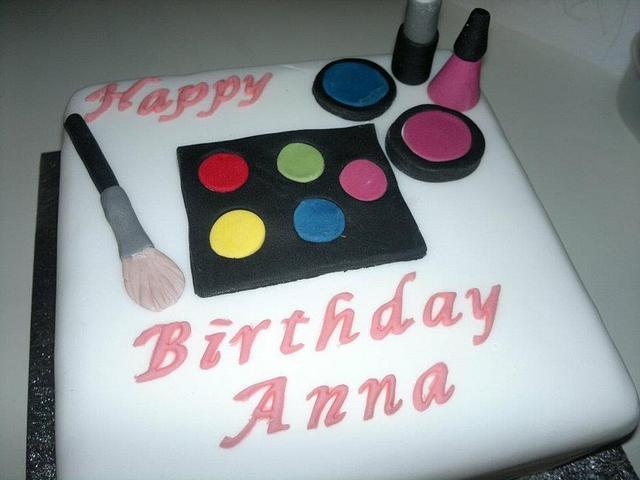 Makup Birthday Cake