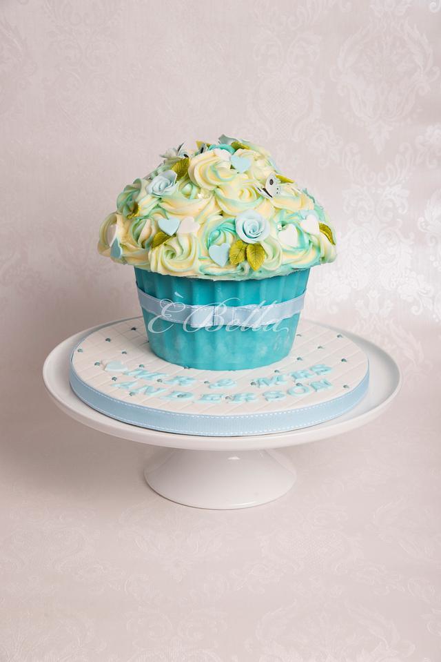 Wedding cake with matching Cakepops